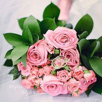 Букет невесты из розовых кустовых роз